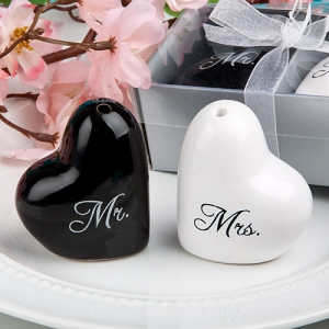 WMSB2016 Mr. and Mrs. salt and pepper Shaker set Favours (Heart Shaped) - As low as RM3.40 / Box